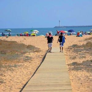 Pasarela articulada de madera para playa