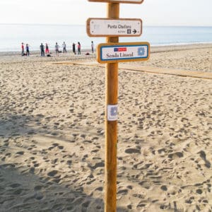señal de madera modelo multidireccional
