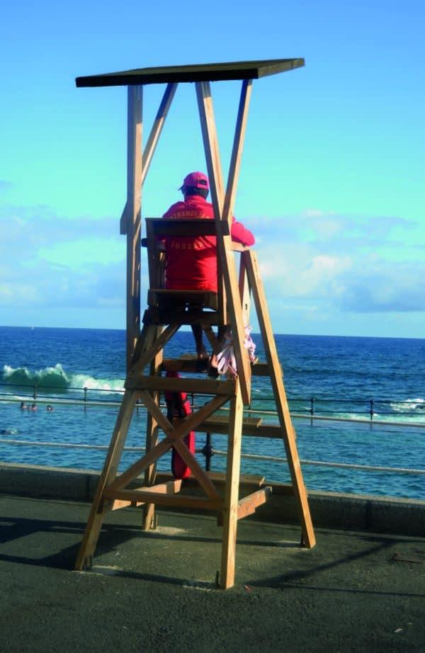 silla vigilancia de madera